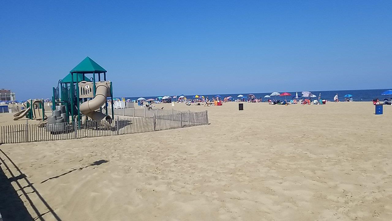 Visita-a-Asbury-Park-Beach,-un-dia-en-la-playa-2
