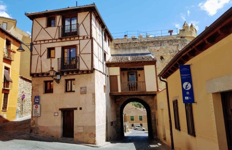 Free-Tour-Catedral-y-Alcazar-de-Segovia-6