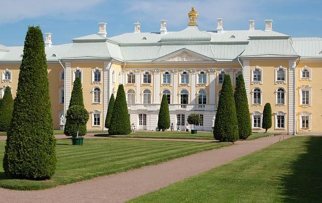 peterhof-palace-.jpg