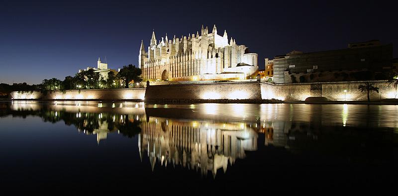 Private tour Palma by night with tapas & wine