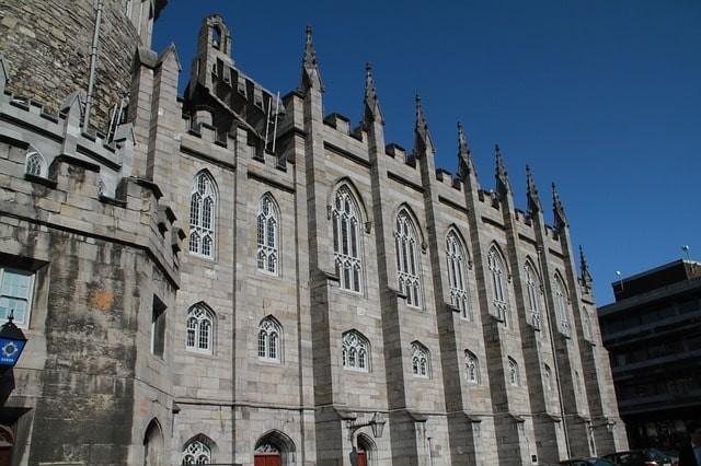dublin-castle-79044_640-min.jpg