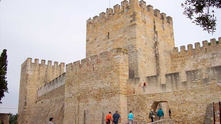 tour-sao-jorge-castle-and-alfama-lisbon-1