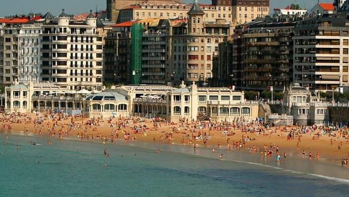 modern-san-sebastian-free-walking-tour-1