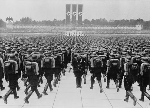 ¿Qué papel tuvo las SS en los campos de concentración?