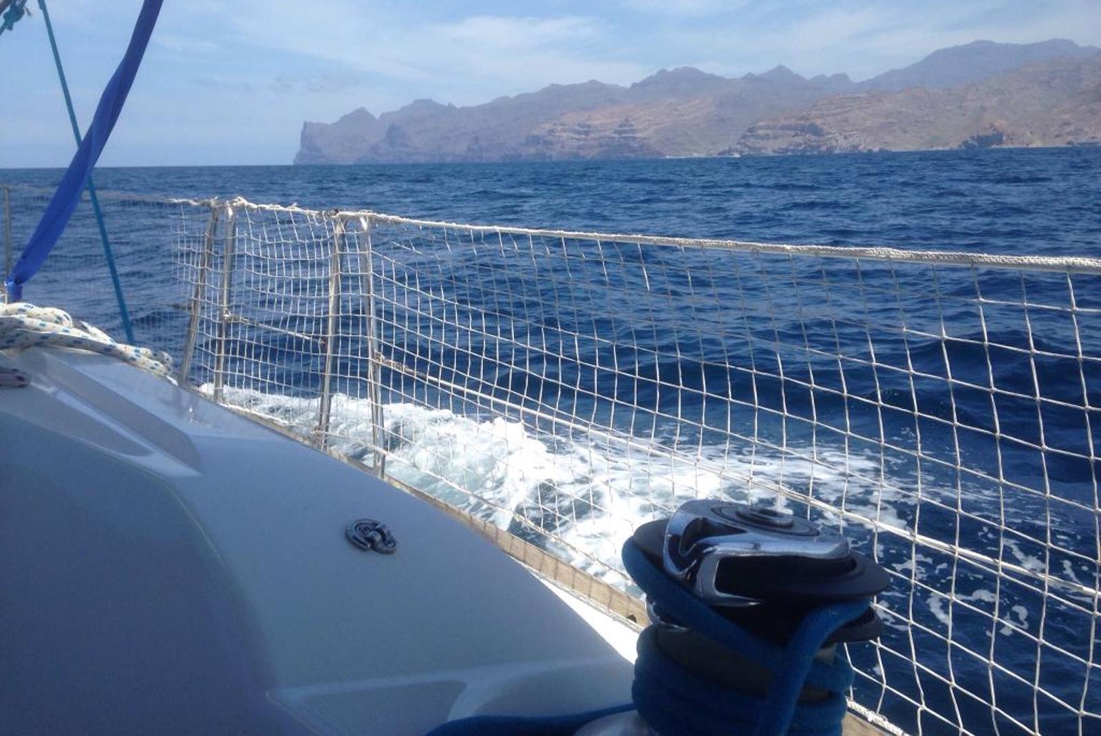 Sailing-Boat-Trip-from-Puerto-de-Mogan-2
