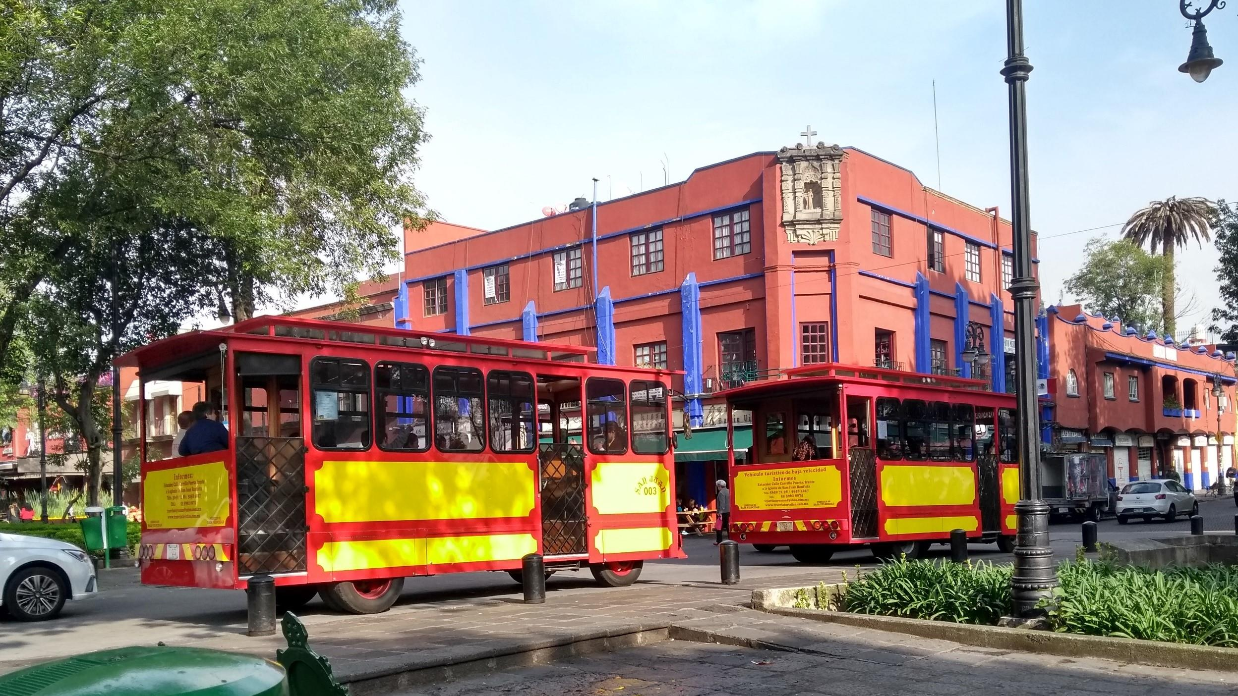 Free-History-&-Food-Tour-of-Coyoacan,-Mexico-City-5