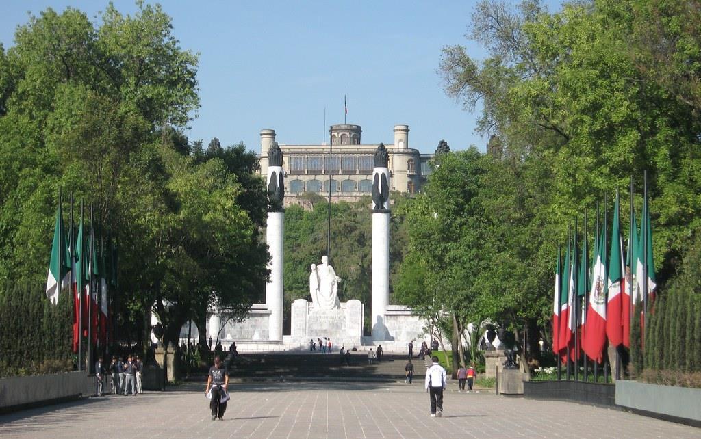 Free-Walking-Tour-of-Chapultepec-Park,-Mexico-City-1