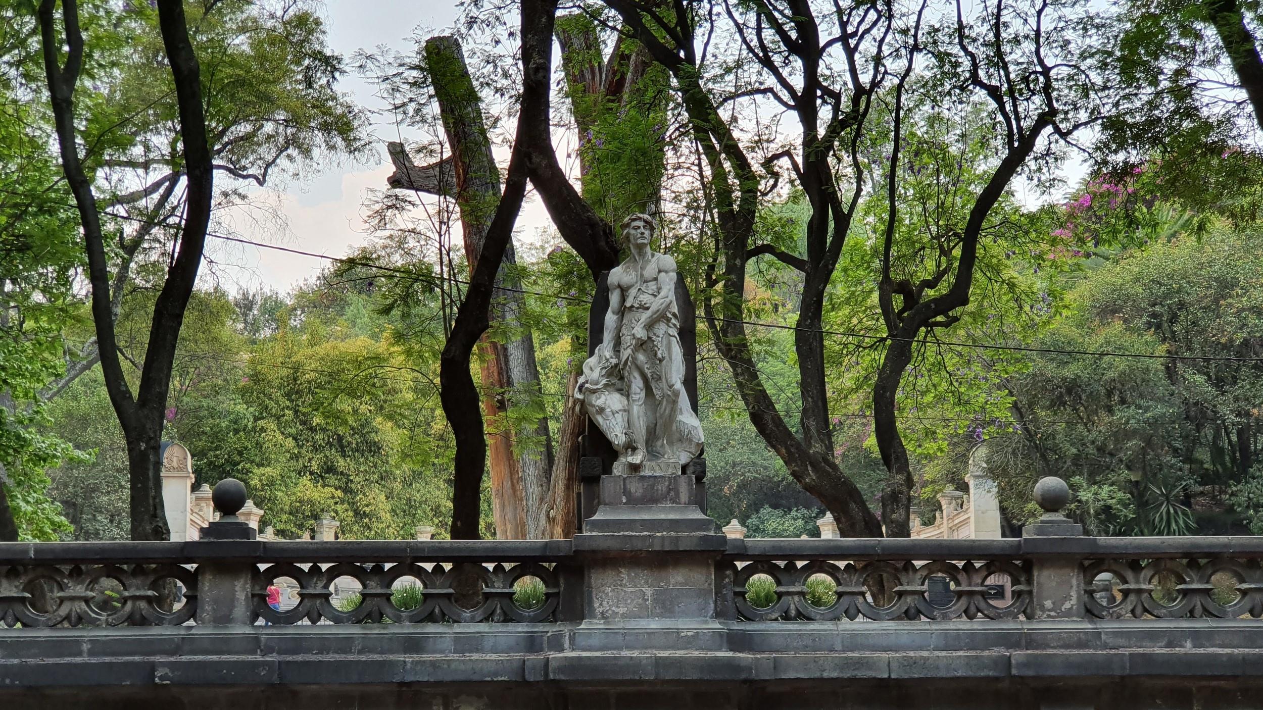 Free-Walking-Tour-of-Chapultepec-Park,-Mexico-City-7