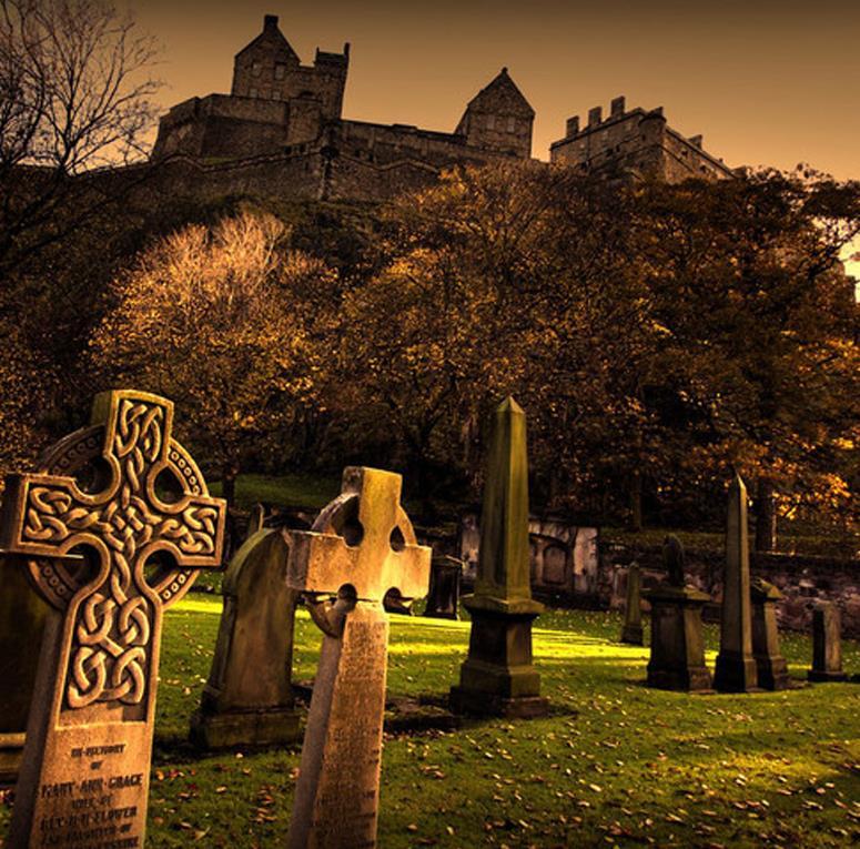Free-Ghost-Tour-of-Edinburgh-1