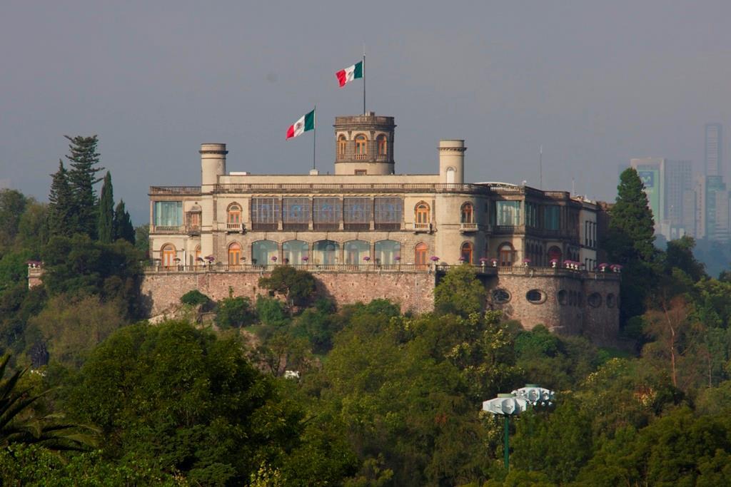 Free-Walking-Tour-of-Chapultepec-Park,-Mexico-City-2
