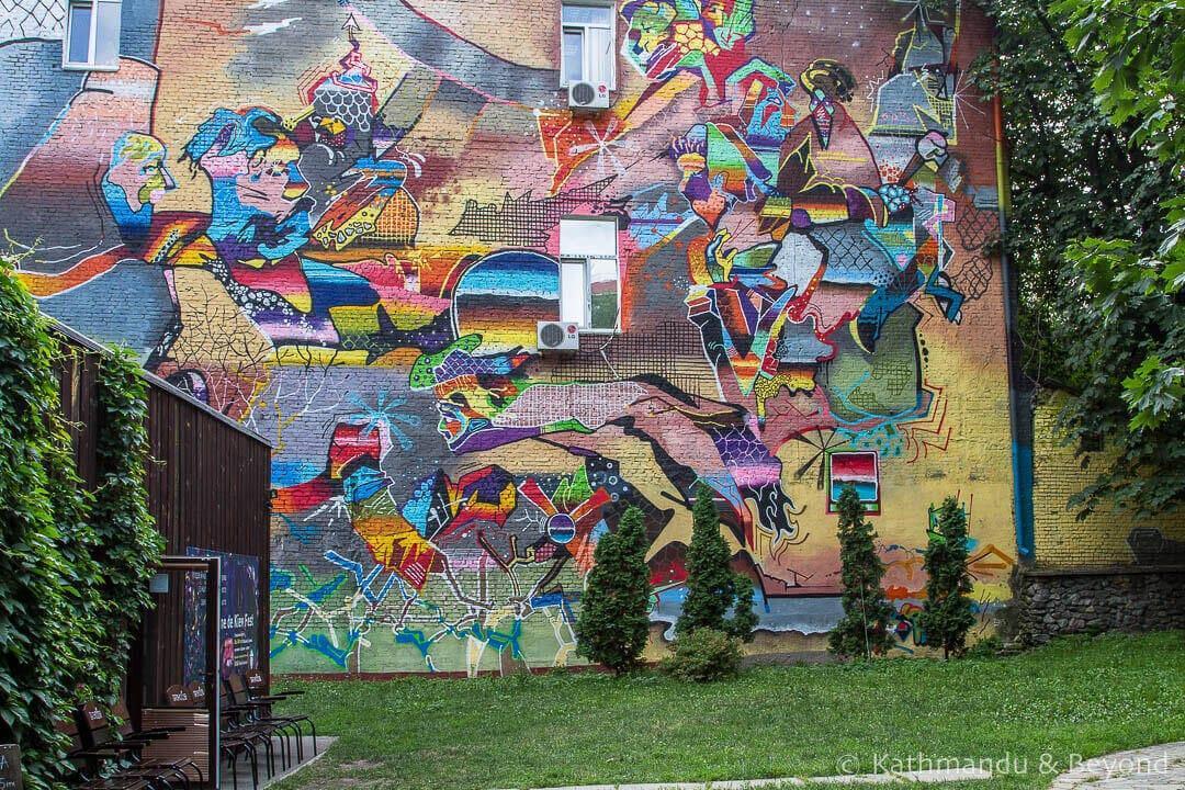 Urban-Art-and-Graffiti-Tour-of-Kiev-2