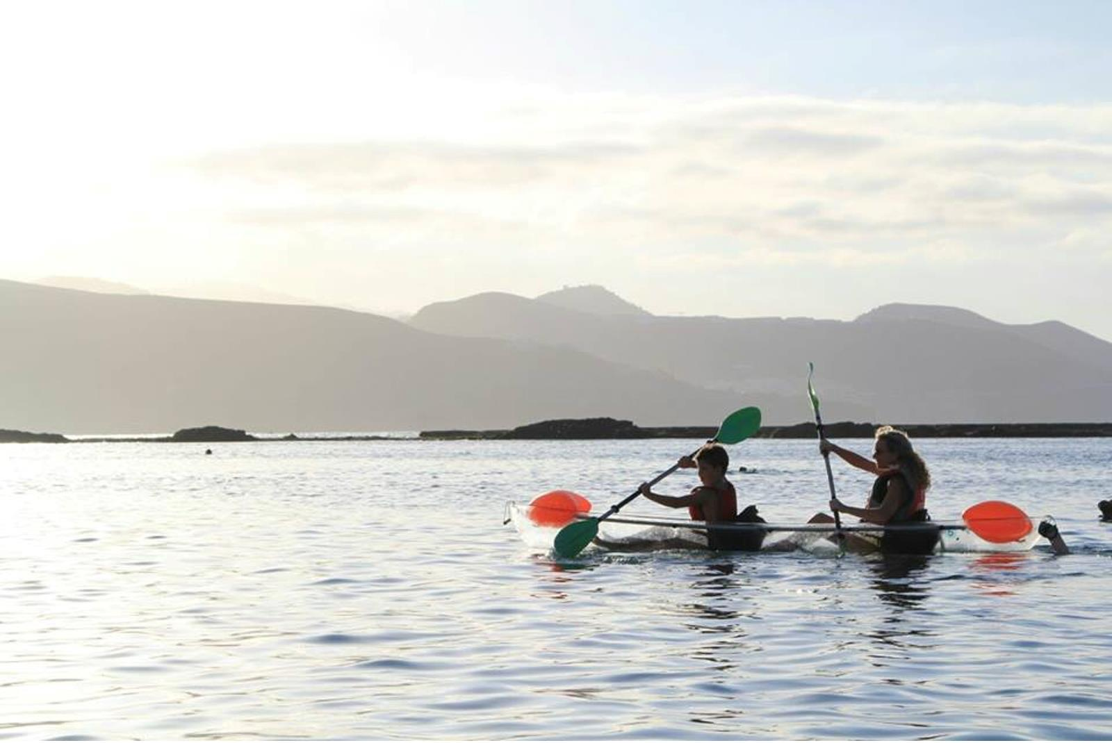 Tour-Clear-Kayak-in-Las-Canteras-with-Snack-2