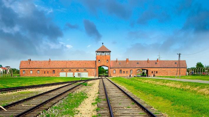 auschwitz-birkenau-day-trip-from-wroclaw-1