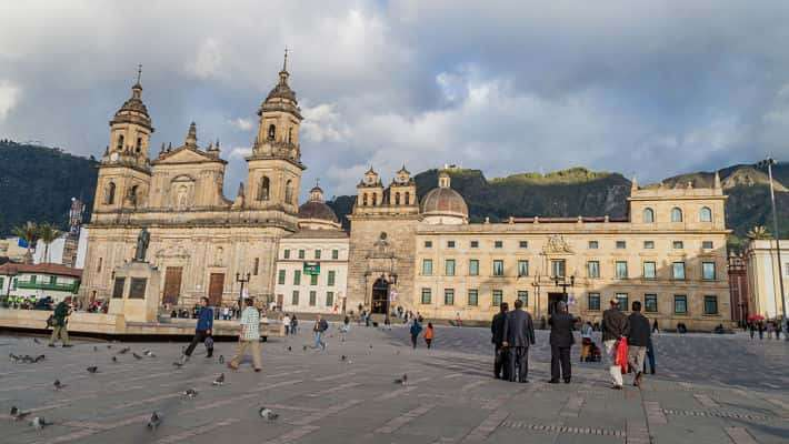 war-and-peace-bogota-free-walking-tour-2