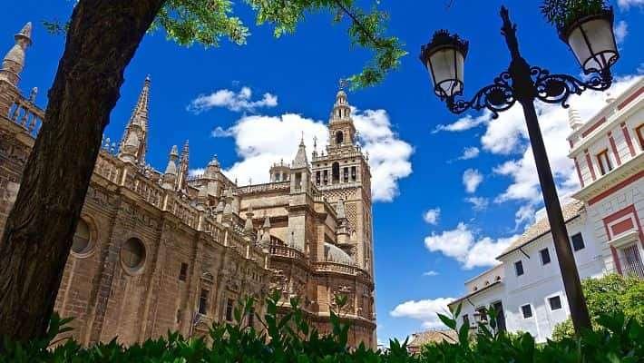 free-tour-barrio-santa-cruz-1