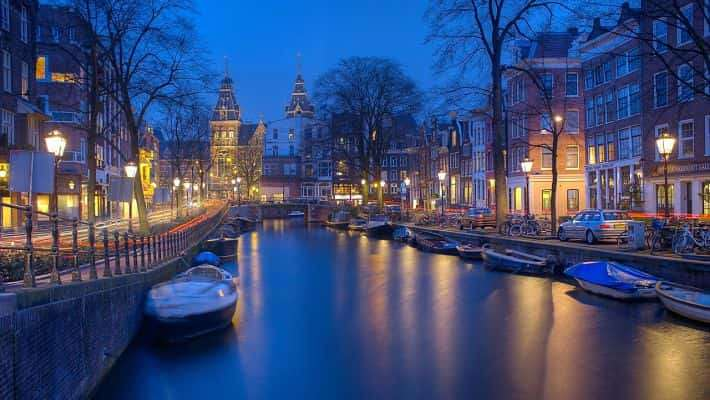 historical-amsterdam-free-walking-tour-1