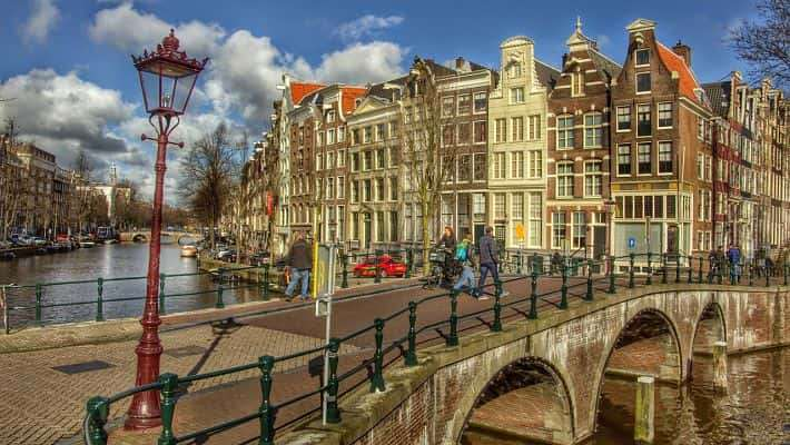 historical-amsterdam-free-walking-tour-4