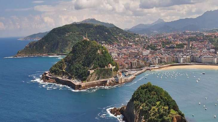 Modern San Sebastian Free Walking Tour