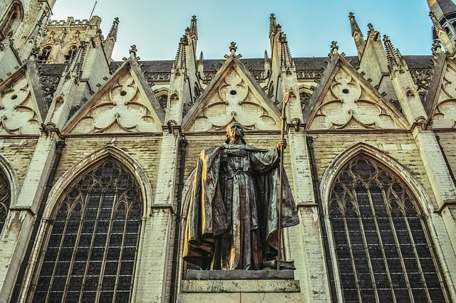 que ver en bruselas catedral.jpg