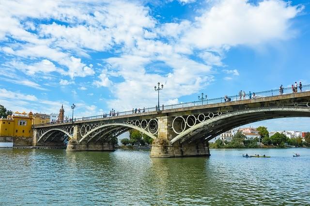 que ver en sevilla puente triana.jpg