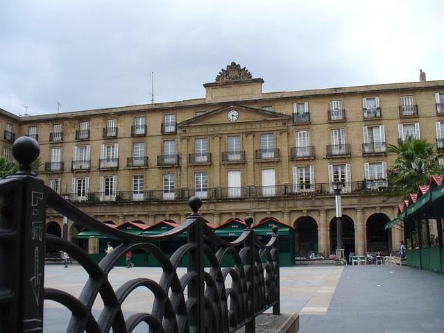 que ver en Bilbao plaza nueva.jpg