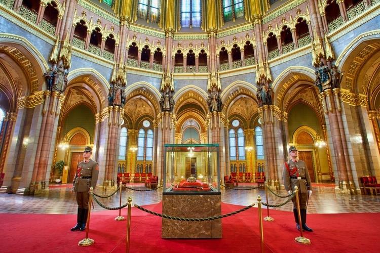 visita-guiada-parlamento-de-budapest-8
