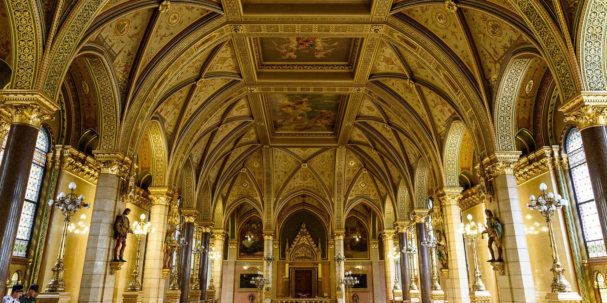 visita-guiada-parlamento-de-budapest-15