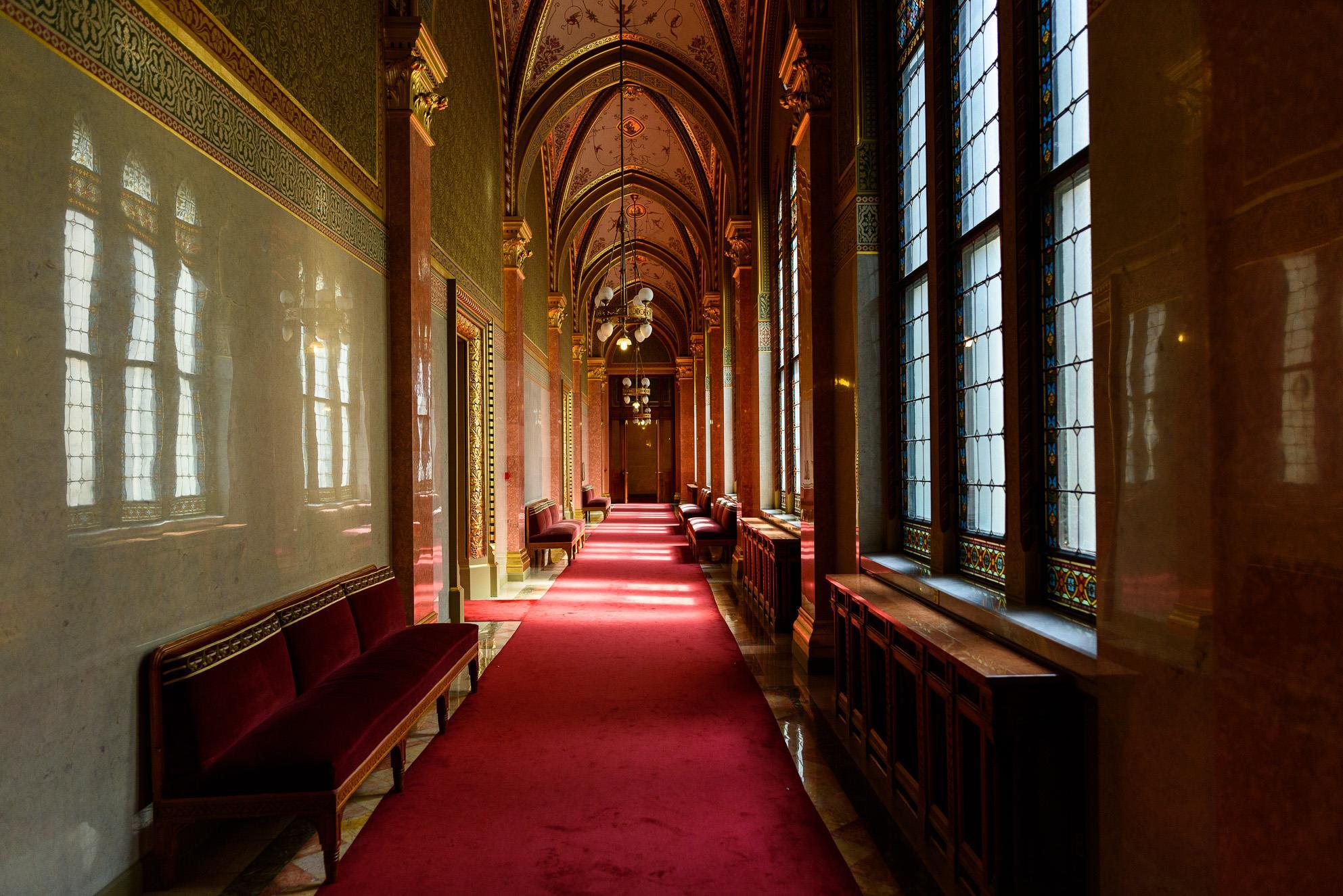 visita-guiada-parlamento-de-budapest-9