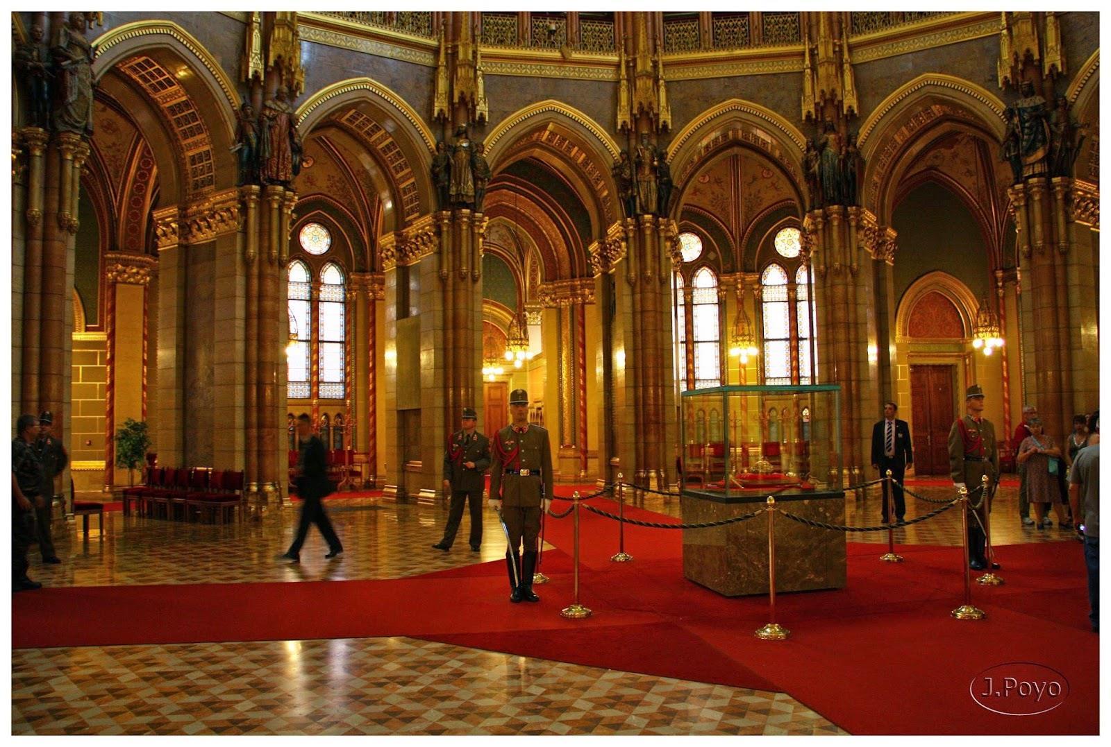 visita-guiada-parlamento-de-budapest-13