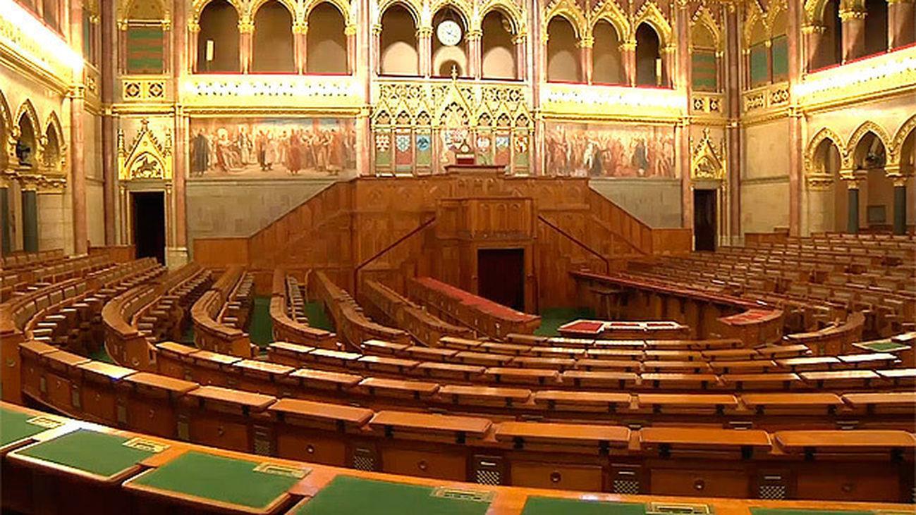 visita-guiada-parlamento-de-budapest-11